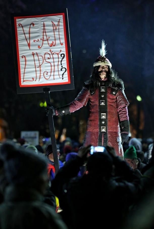 v-am-lipsit-vlad-tepes-a-ajuns-in-capitala-proteste-masive-sunt-in-toata-tara-220957